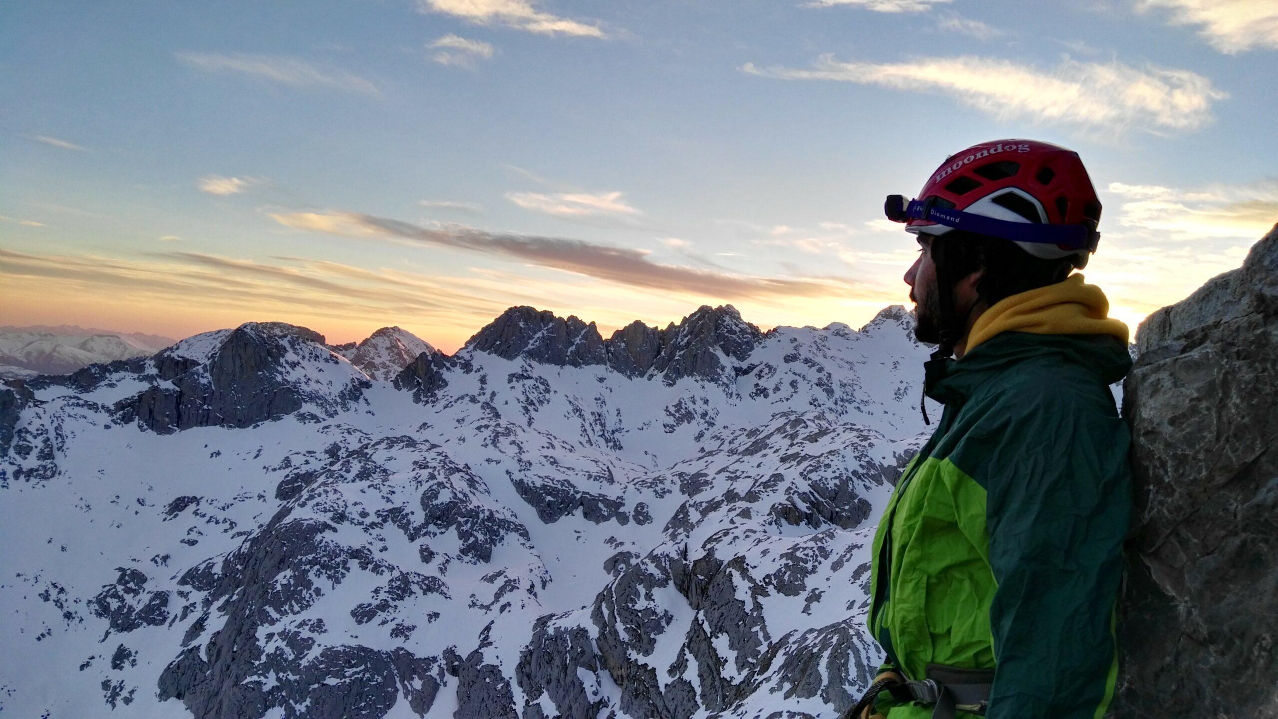 Escalada Aguja Bustamante en Picos de Europa